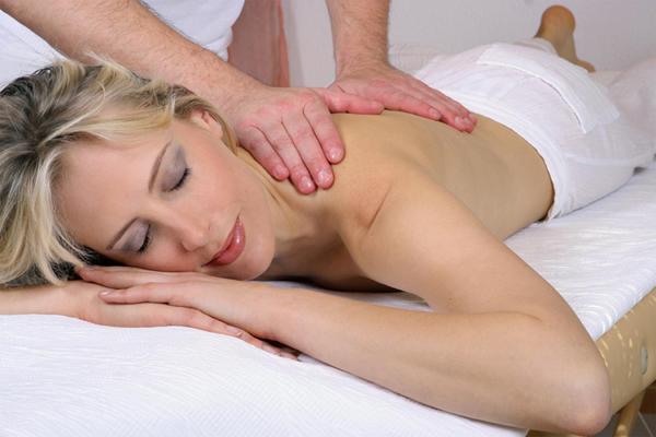 Elischeba genießt die Massage