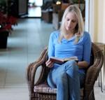 Elischeba beim lesen