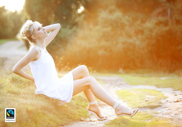 Elischeba in einem romantschen weißen Sommerkleid