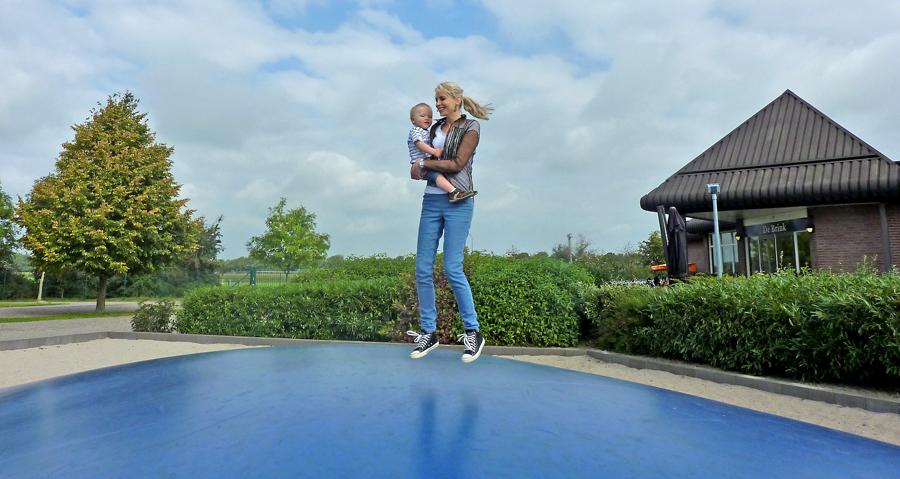 fitness f r zu hause sport auf dem trampolin. Black Bedroom Furniture Sets. Home Design Ideas