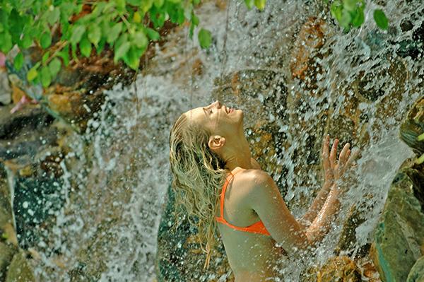 Elischeba im Wasserfall