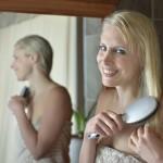 Elischeba Haare bürsten