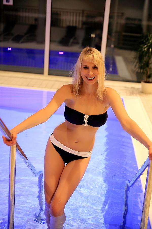 Elischeba im Bandeau Bikini