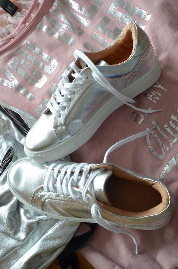 sacha schuhe silberfarbene Sneaker