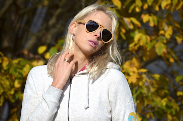 Elischeba zeigt Sonnenbrillen von Addicted To Nature