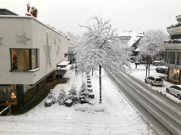 Blick aus dem Fenster Harrys Home Dornbirn